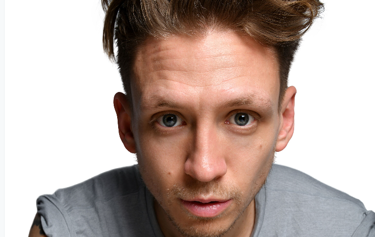 Photo of FIFTY-WORD FRINGE PITCH: Alistair Williams on his show Great White Male